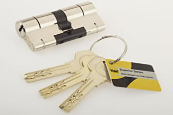 Lock for bifold door